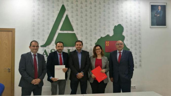 Asaja murcia firma convenio con el grupo santander banco for Oficinas banco popular murcia